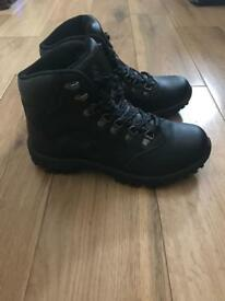 Brand new Gelert hiking boots size 6