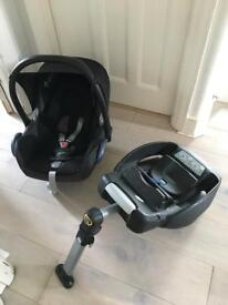 Maxi-Cosi CabrioFix Group 0+ Baby Car seat and Isofix base