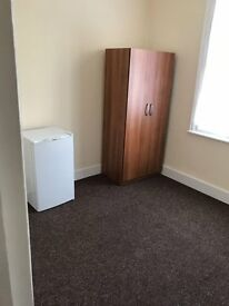 Large single room in a newly refurbished house with all bills included