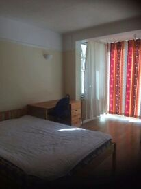 Huge Room in Tolworth £550pm available ASAP! All bills and Wi-Fi included.