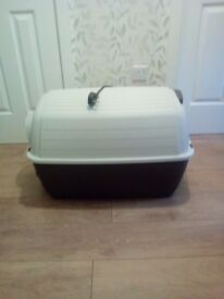 Heated dog box