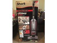 Shark powered lift-away speed nv680