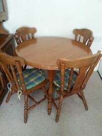Extendable country wooden table with four chairs