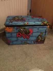 Children's toy box/bench
