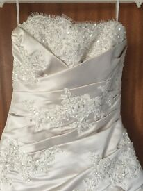 Pronovias oyster lace and silk wedding dress size 8