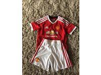 Boys Man Utd football kit age 5-6