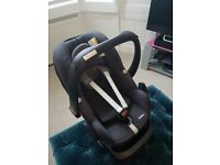 Maxi Cosi Pebble car seat (black) and Family Fix (Isofix) base; good condition
