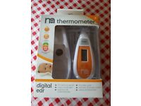 Digital ear thermometre