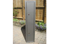 Four Gun Security Cabinet. H137xW30xD28cm. Two Chubb locks Two sets of keys.