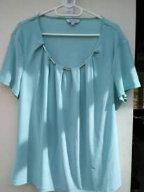 Ladies Nightingales top size 20