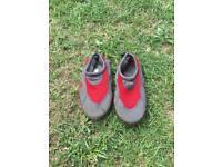 G Force kids beach shoes size UK 2 GUL