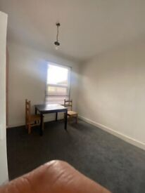 3 bed flat in E6 part dss welcome