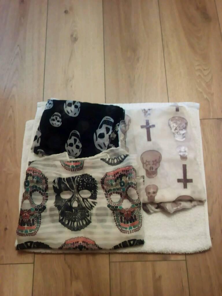 Ladies skull scarfs