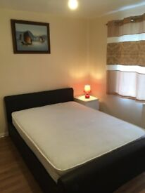 "Newly furnished large double room (12'0""×11'3&) @ £600 at Grange road, Not for couple! GU2 9QQ"