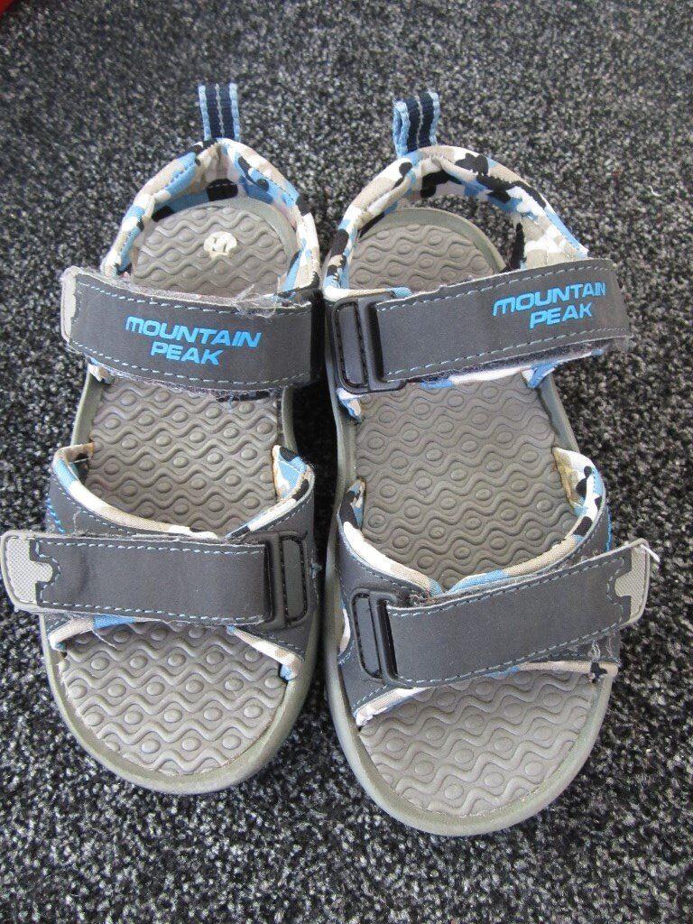 Mountain peak sandals size 11 boys