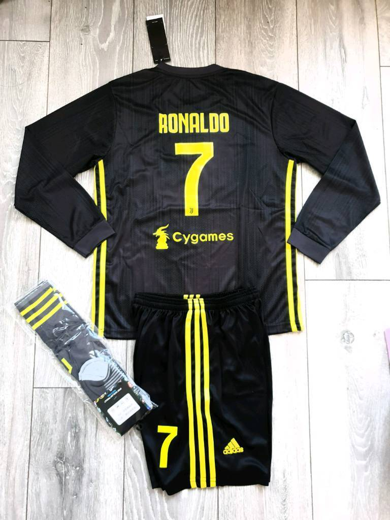sports shoes 87bb4 ff1e0 2019 JUVENTUS football kit adidas shirt top shorts 11-13y | in Birkenhead,  Merseyside | Gumtree