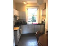 Three Double Bedroom House with Private Garden in Finsbury Park N4