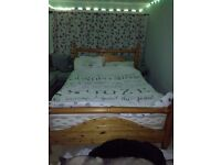 Kingsize pine bed
