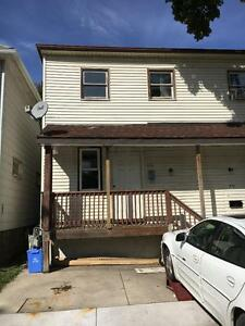 2BD 1BTH TOWNHOUSE $850++ ON CAROLINE