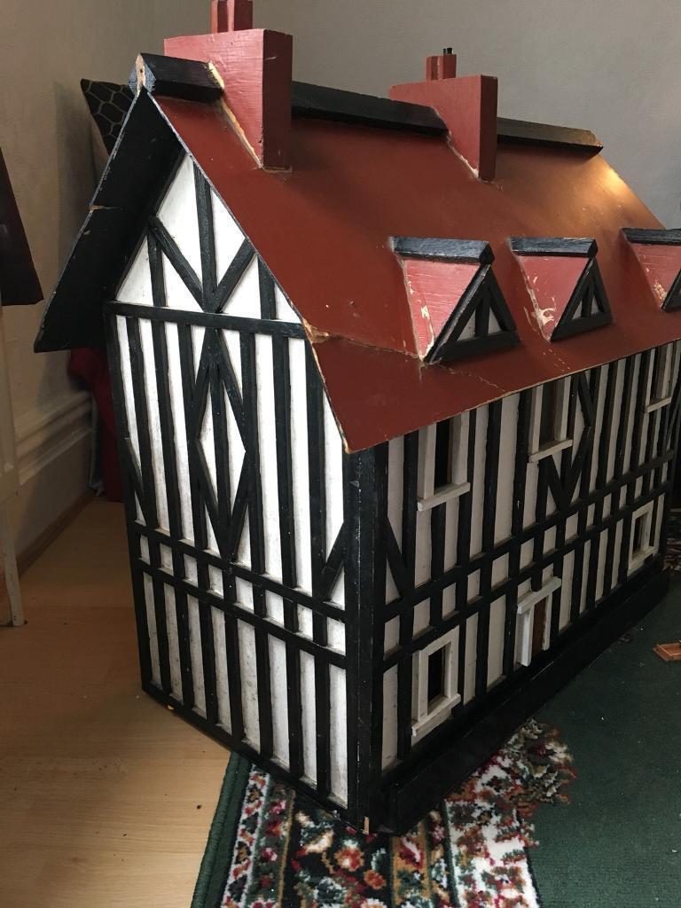 VINTAGE TUDOR STYLE DOLLS HOUSE