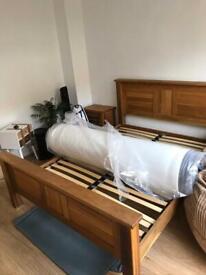 Solid kingsize bed