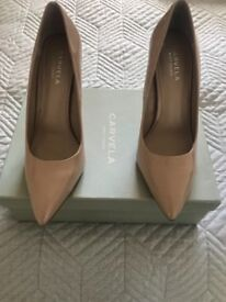 Women's carvella shoes size 6 ! BRAND NEW