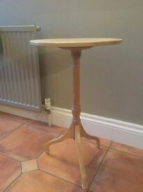 Small side table. Excellent condition.