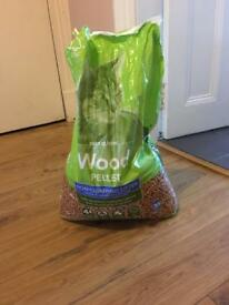 Free wood pellet cat litter