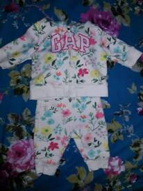 Baby GAP floral tracksuit. Size 0-3 months.