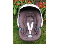 SUPER COOL CYBEX MAMAS & PAPAS CAR SEAT WITH ALMOST NEW RAIN COVER. BS16