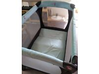 Travel cot with bassinet, plus bedding