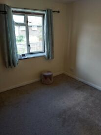 Medium Sized Double Room Part Furnished Located In Quarrendon Area