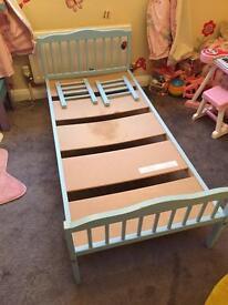 Toddler bed frane