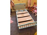 Toddler bed frane