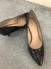 Black kitten heels size 6
