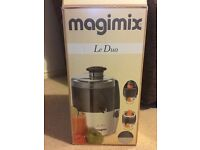 Magimix Le Duo Juice Extractor Chrome/Charcoal Finish and recipe books
