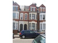 A lovely bedsit situated on the first floor of a period conversion in Kilburn