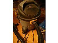 Titan Wet & Dry shop vac + cartridge filter + dust bags