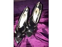 High heels UK 4