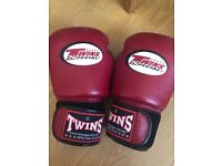 Twins special 14oz boxing gloves in burgundy red like new Muay Thai