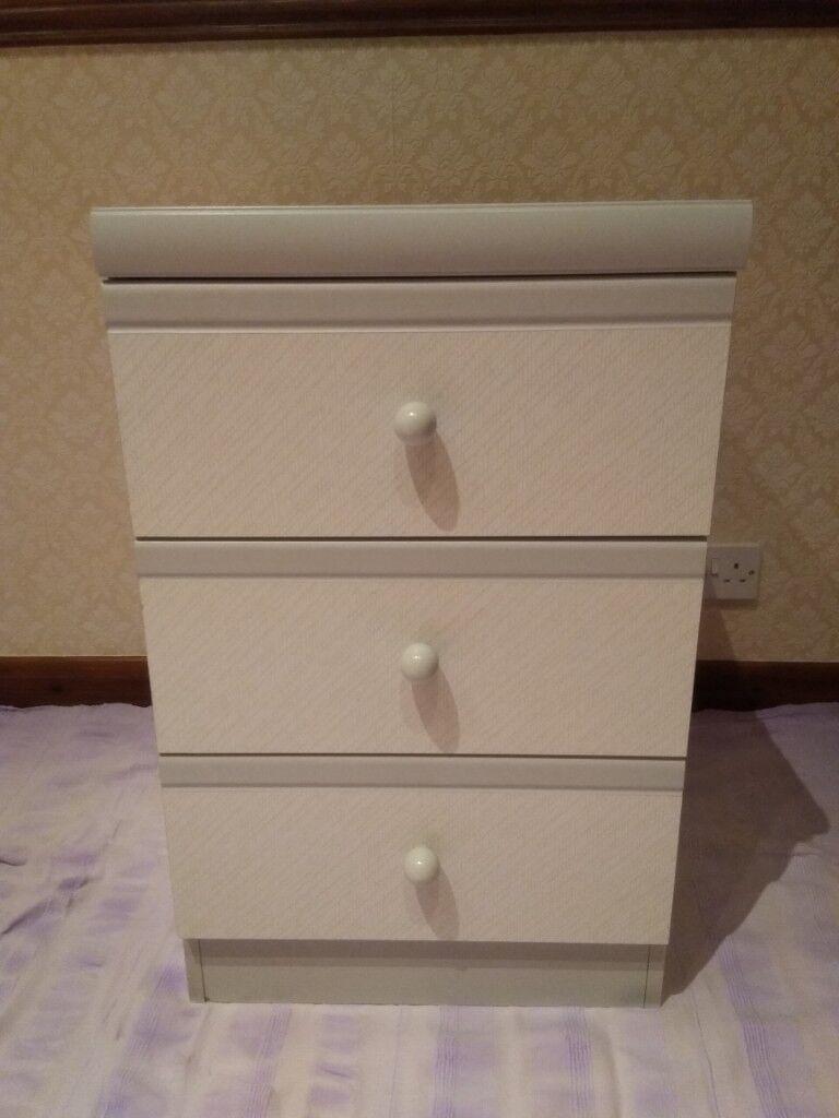 Light Grey Bedside Table: 3 Drawer Bedside Table - Light Grey Furniture
