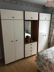 Bedroom wardrobe unit