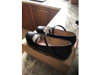 Ladies wide fit shoes size 8