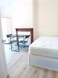BIG TWIN ROOM ONLY 5 MINUTES AWAY FROM EAST ACTON STATION- CENTRAL LINE- ZONE 2