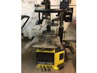 Dunlop Tyre Machine with Assist Arm
