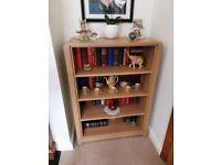 Lovely very solid oak/beach veneer bookcase/bookshelf