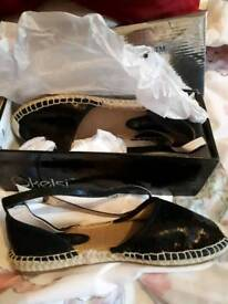 Womens sandels new with box size 7