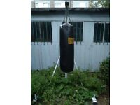 Everlast punch bag with solid stand