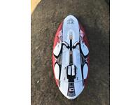 Starboard Kode 122l wood carbon comes with two fins for light wind and stronger wind.