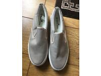 Men's size 8 canvas shoes as new